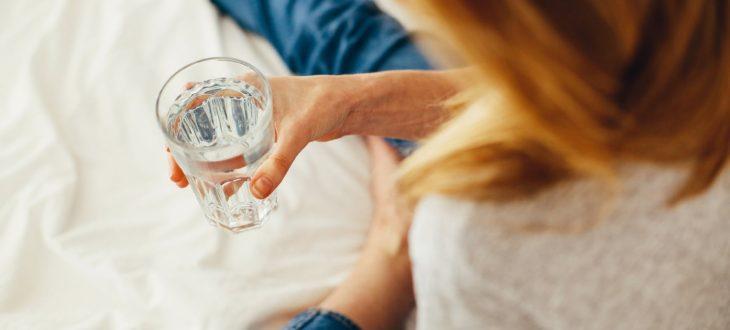 Πίνοντας περισσότερο νερό, νιώθουμε λιγότεροκουρασμένοι!