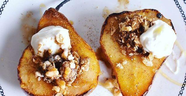 Αχλάδια στον φούρνο με νόστιμη, γλυκιάγέμιση!
