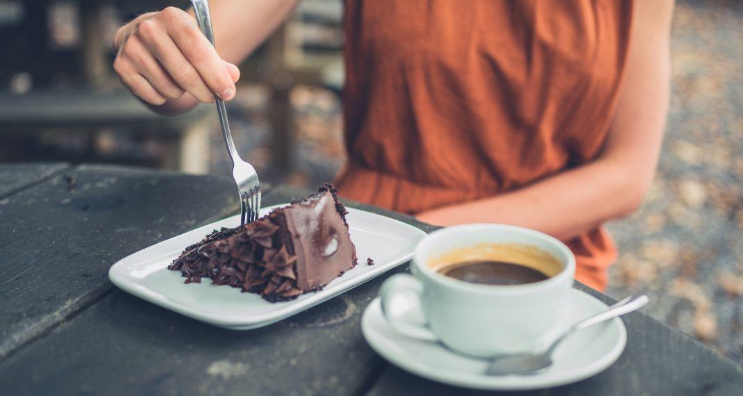 Σοκολατένιο κέικ χωρίς αλεύρι -Είναι θεϊκό, εύκολο και με 6 υλικά που σίγουραέχεις