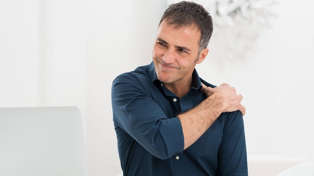 Πόνος στον ώμο: Η μέθοδος που τον κάνει παρελθόν