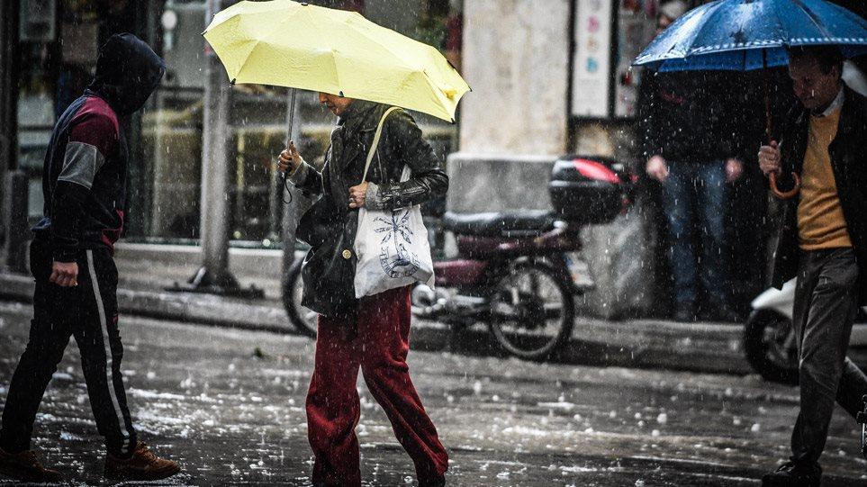 Καιρός: Νέα επιδείνωση από αύριο – Πτώση θερμοκρασίας, καταιγίδες και χιόνια σταορεινά
