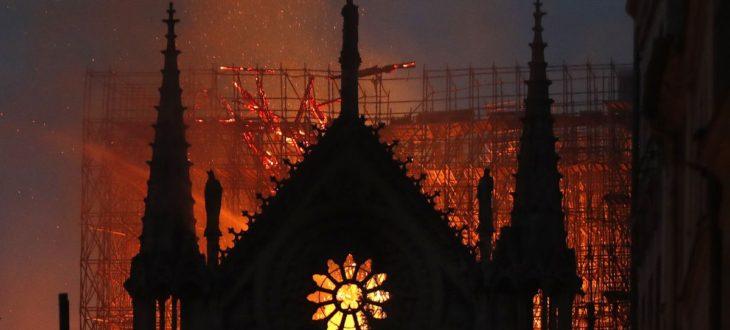 Ανυπολόγιστη η καταστροφή στην Παναγία των Παρισίων   Οι πρώτες εικόνες απ' τοεσωτερικό