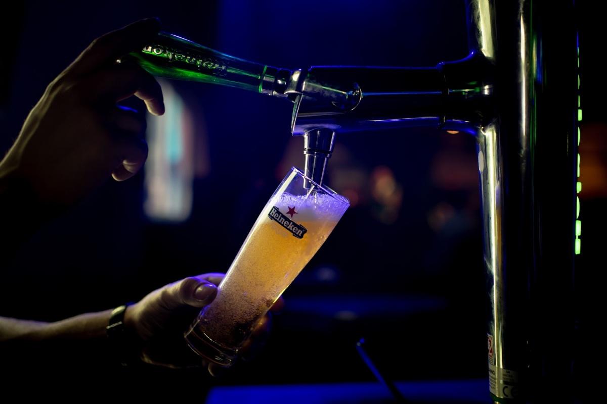 Πώς σερβίρεται η τέλεια Heineken