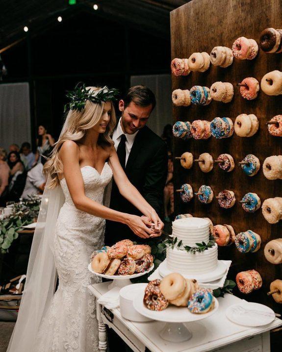 Η τελευταία τάση στους γάμους είναι ντόνατς αντί γιατούρτα!