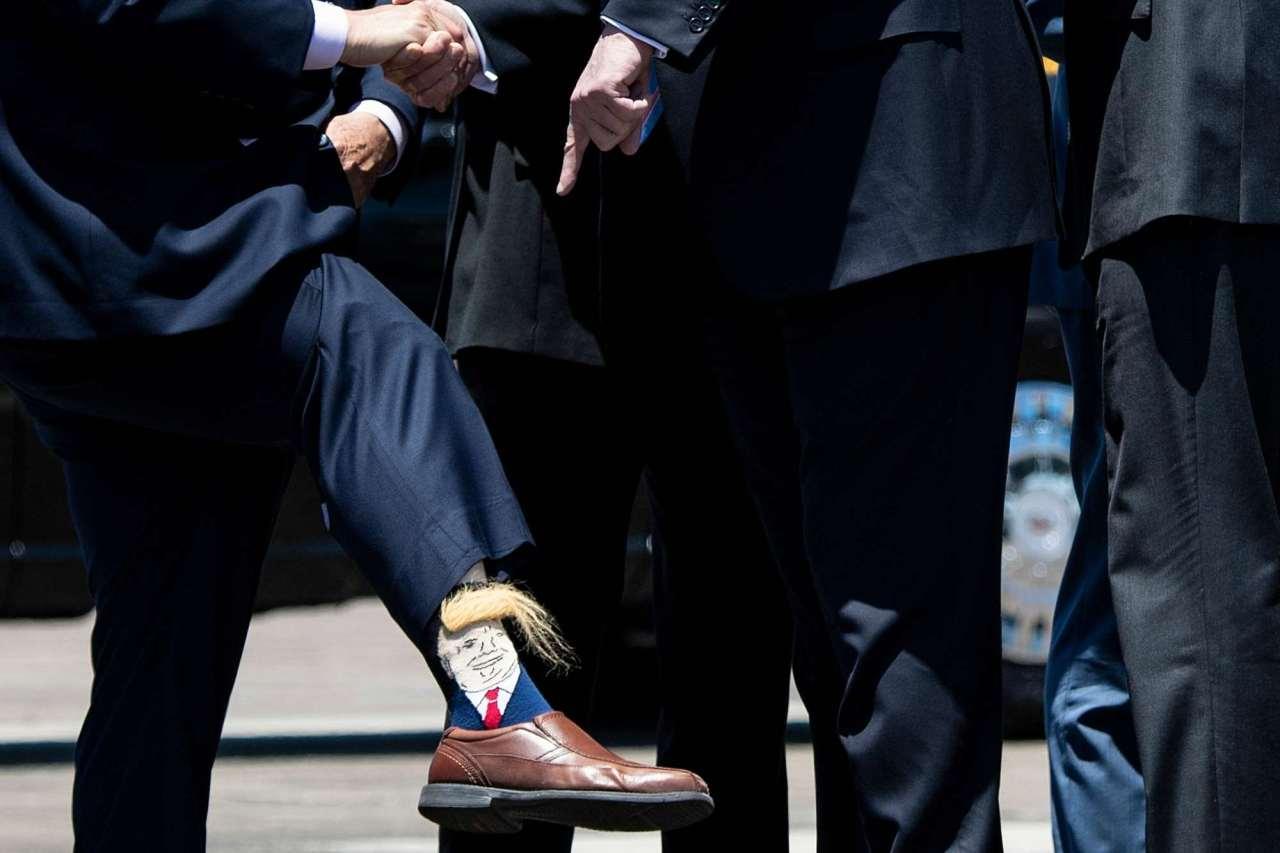 Η κόλαση υπάρχει και είναι αυτές οι κάλτσες με το μαλλί του DonaldTrump