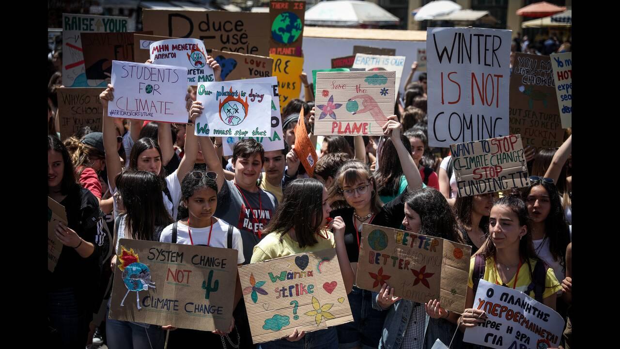 Μαθητική πορεία στο κέντρο της Αθήνας για την κλιματικήαλλαγή