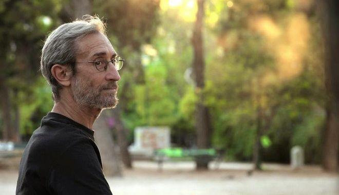 Γιώργος Μπαρκούρης: Ένας πρώην άστεγος μας αφηγείται τη ζωή του – «Δεν είμαστεσκουπίδια»