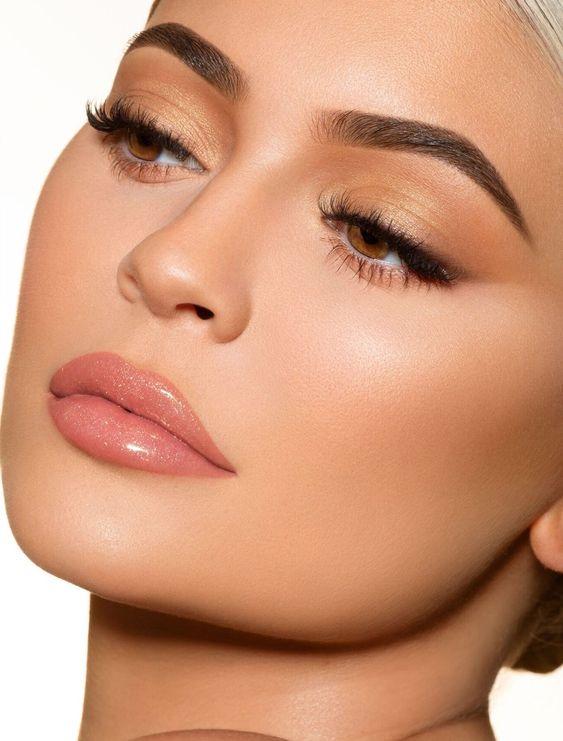 H Kylie Jenner μας δείχνει το πιο trendy μανικιούρ τουκαλοκαιριού
