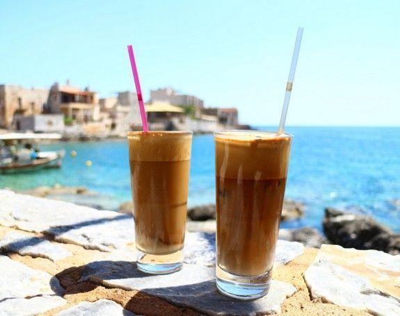 Κρύο ή ζεστό καφέ το καλοκαίρι, ποια είναι η καλύτερηεπιλογή;