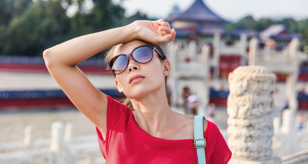 8 συμβουλές για να μην ιδρώνεις έντονα το καλοκαίρι, σύμφωνα με τουςγιατρούς
