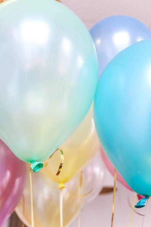 Πώς να φτιάξετε μόνη σας ένα βάζο με έναμπαλόνι