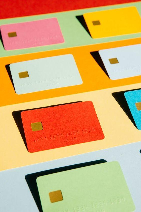 Υποχρεωτικές ηλεκτρονικές συναλλαγές για όλους – Ποιοιεξαιρούνται