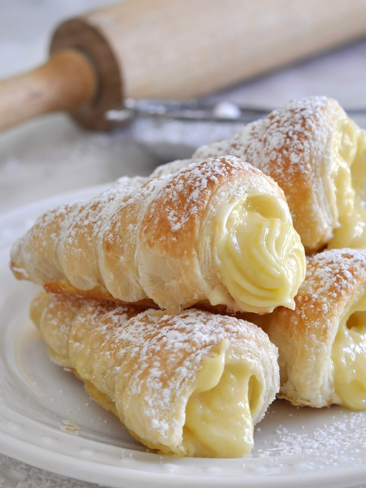 Italian Cream Stuffed Cannoncini (Puff PastryHorns)