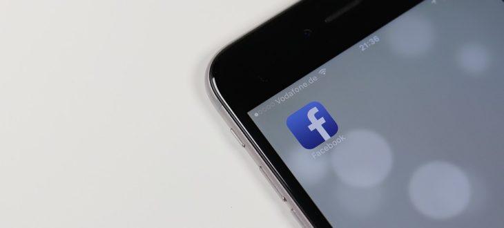 Έχεις παρατηρήσει και εσύ ότι το Facebook ανοίγει την κάμερα του κινητούσου;