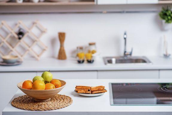 Πώς να ξεφορτωθείς μια για πάντα τα μυγάκια από την κουζίνασου