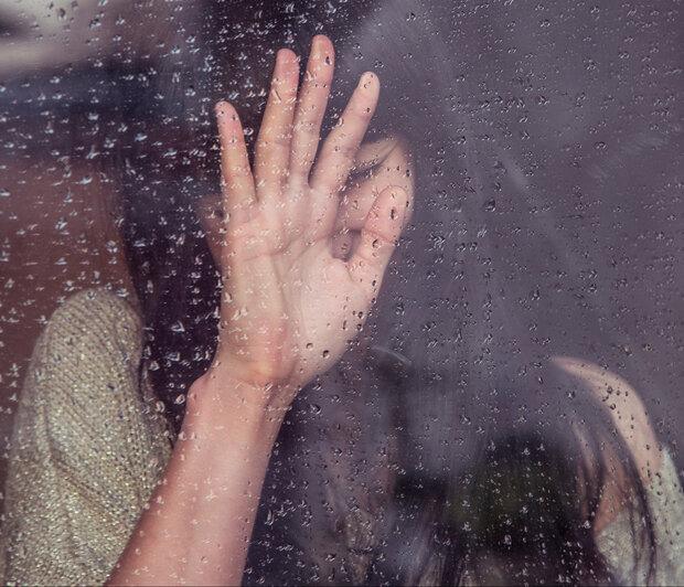 Ήξερες πόσο κακό κάνει το νερό της βροχής στα μαλλιά και το δέρμασου;