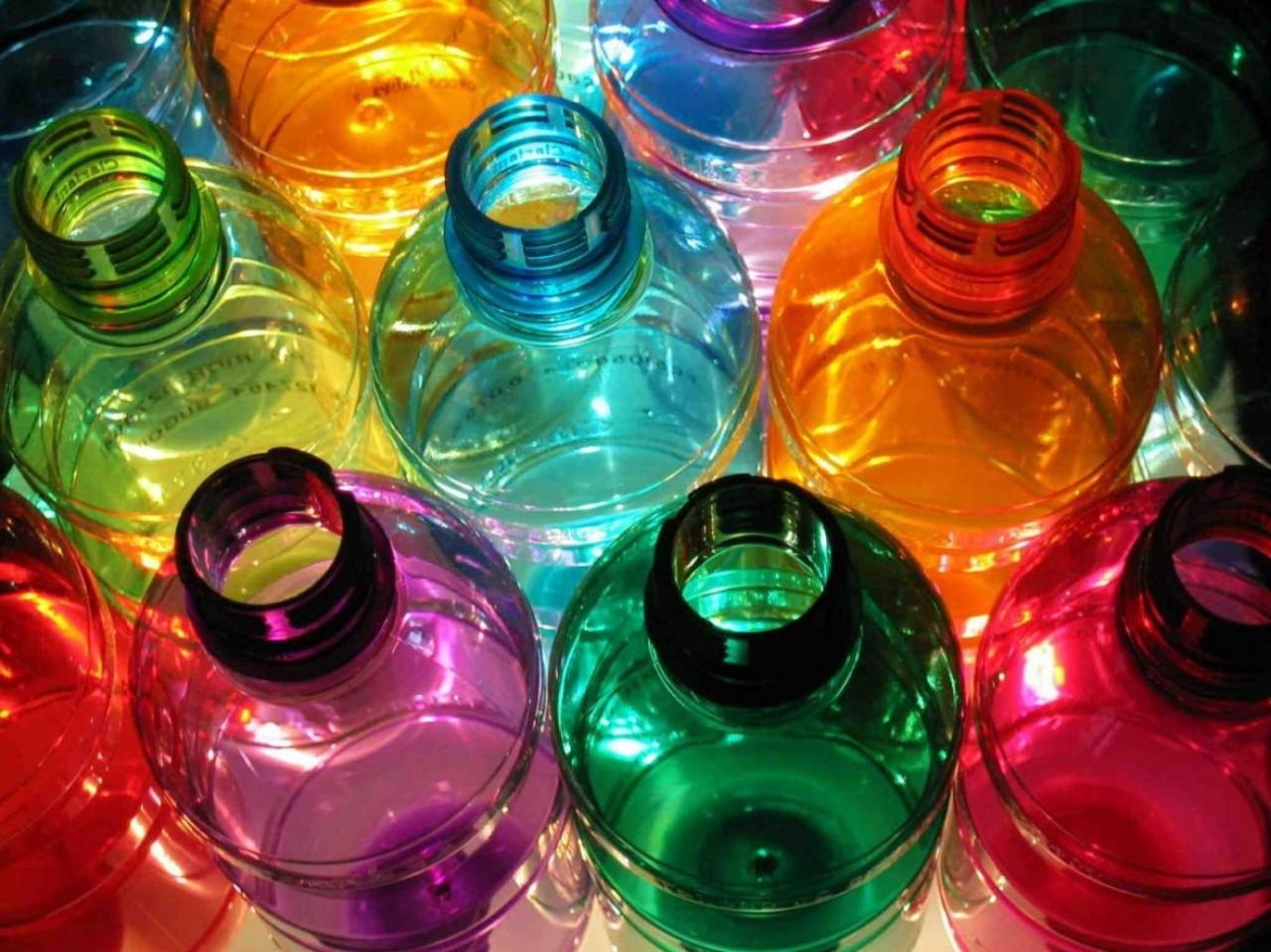 Γεμίζεις τα άδεια πλαστικά μπουκάλια με νερό; Μην το ξανακάνειςποτέ!