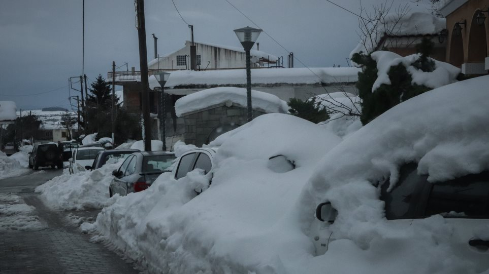 Παραμένει στον «πάγο» η Ελλάδα: Ποιοι δρόμοι είναι κλειστοί και σε ποιους απαιτούνταιαλυσίδες
