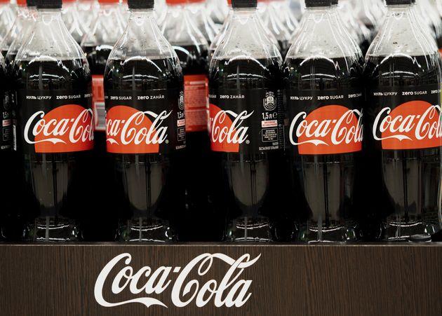 Η νέα Coca-Cola με φράουλα κυκλοφορεί στηνΙαπωνία