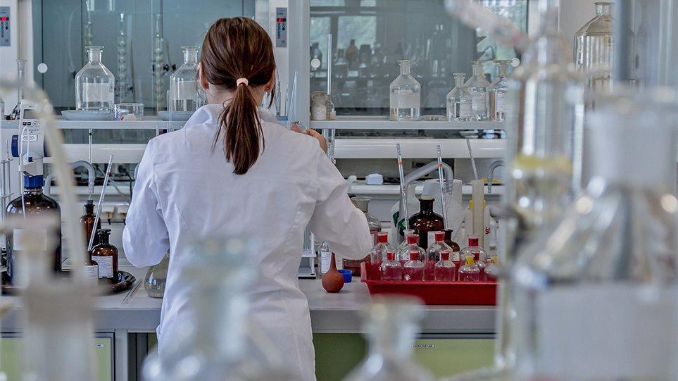 Σαρώνει η γρίπη: «Συναγερμός» των ειδικών για τις επόμενες τέσσεριςεβδομάδες