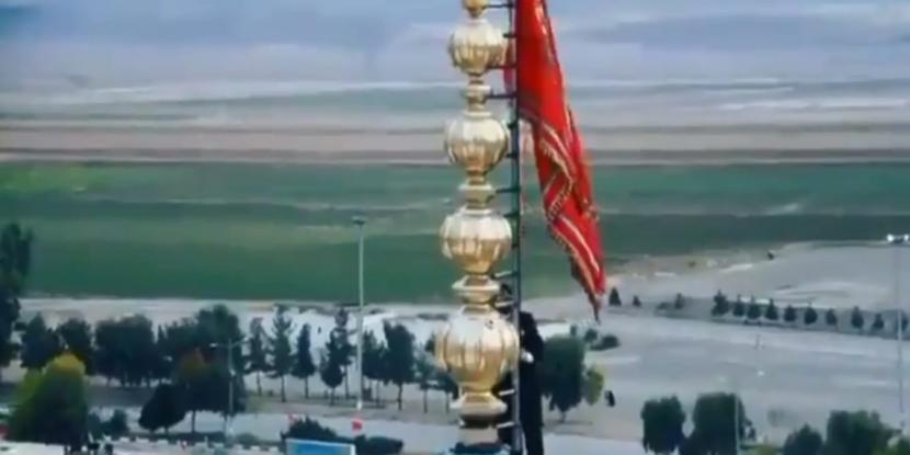 Το «Κόκκινο Λάβαρο του Πολέμου» κυματίζει για πρώτη φορά σε τζαμί τουΙράν