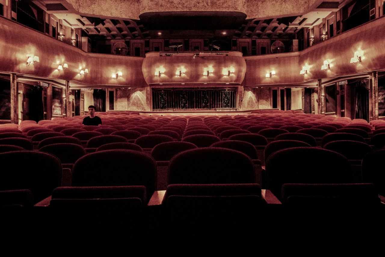 Η θεατρική παράσταση «Ουρλιαχτό» είναι διαθέσιμη στοδιαδίκτυο