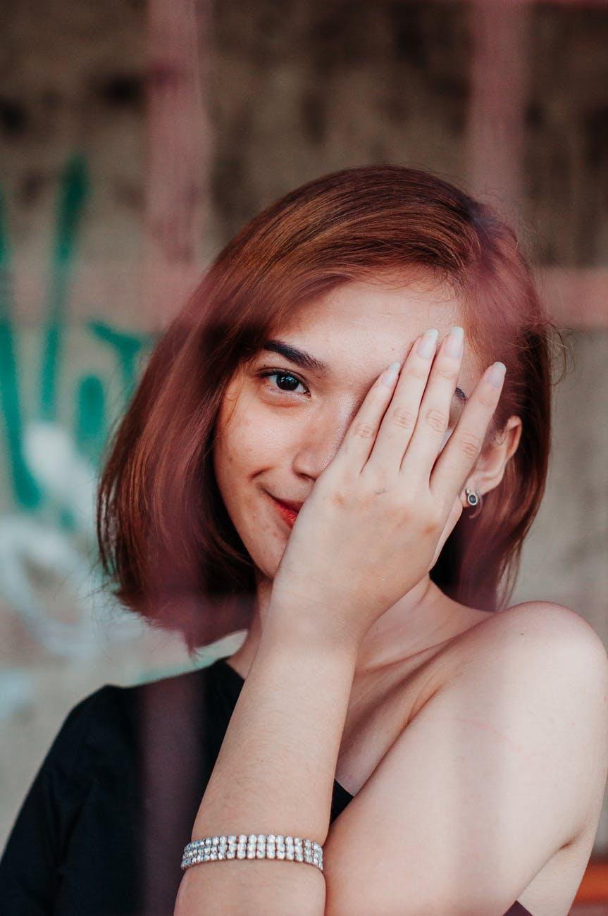 Κορονοϊός: Πώς να μην αγγίζεις το πρόσωπό σου! Tips από τηνειδικό…