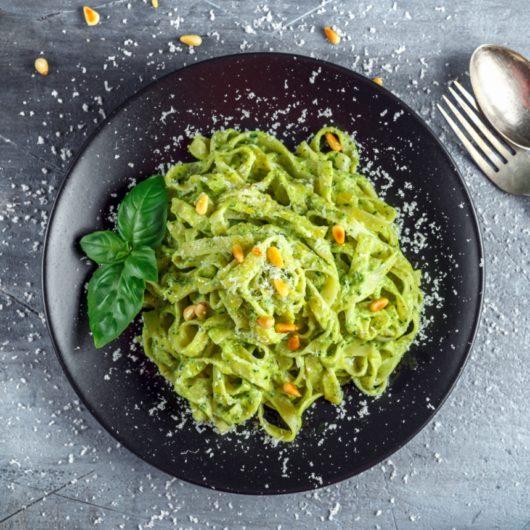 Συνταγή για πεντανόστιμα φετουτσίνι με σάλτσα απόαβοκάντο