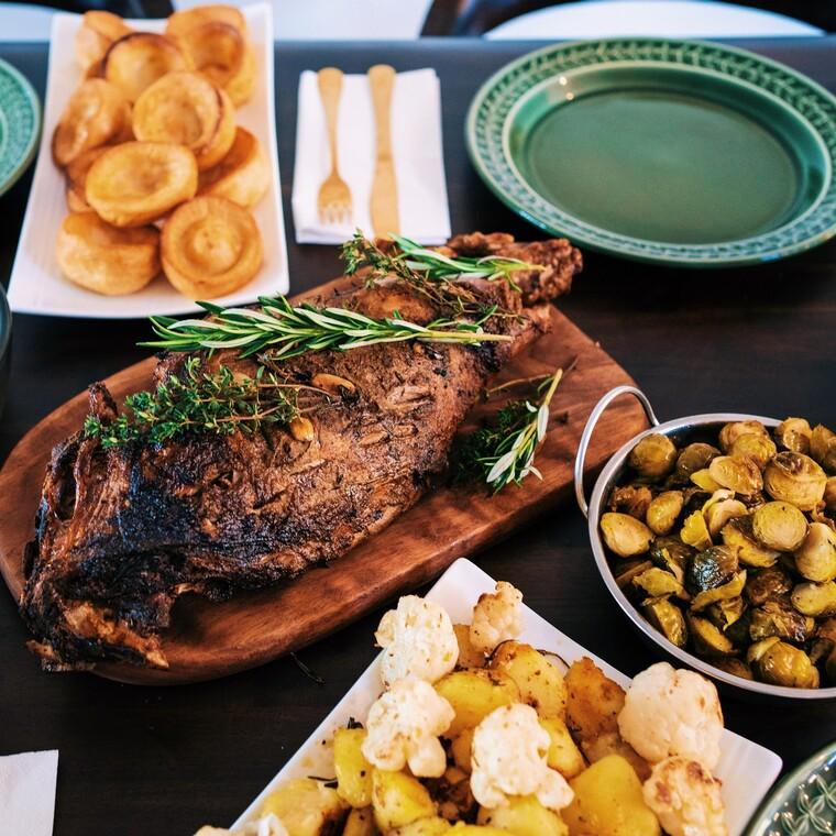 10+2 tips για να απολαύσουμε ένα πασχαλινό τραπέζι με αφθονία αλλά και μεμέτρο