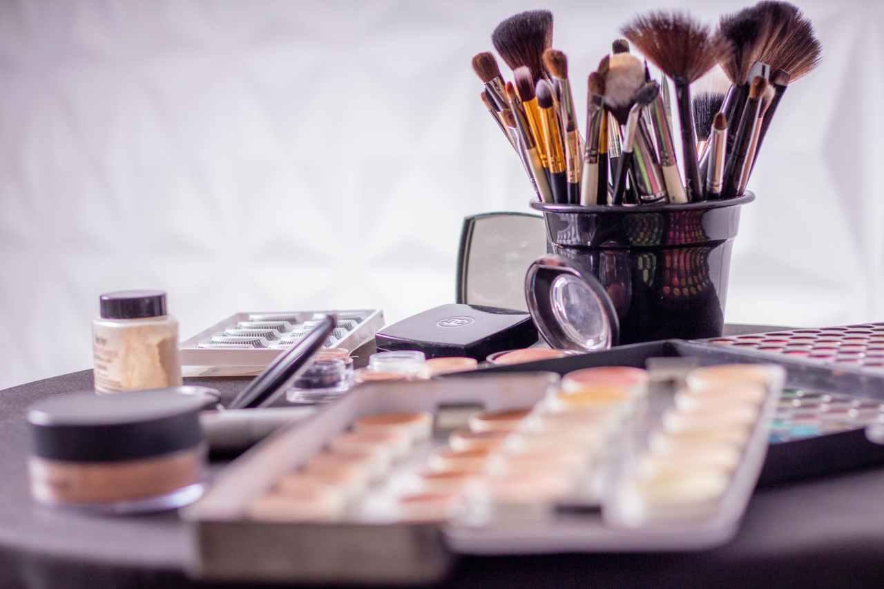 Clean Your Brushes: Έτσι θα καθαρίσετε τα πινέλα του μακιγιάζ σας και θα απομακρύνετε όλα ταμικρόβια