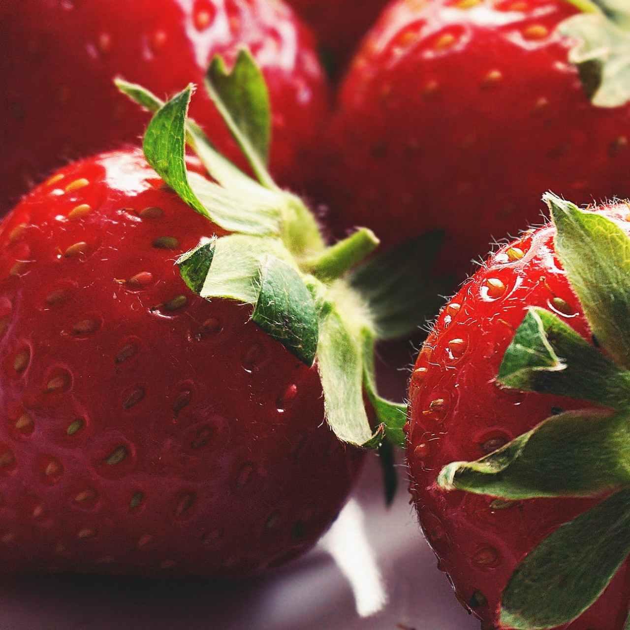 DIY Beauty: Δροσιστικό scrub με φράουλα για τέλειαχείλη