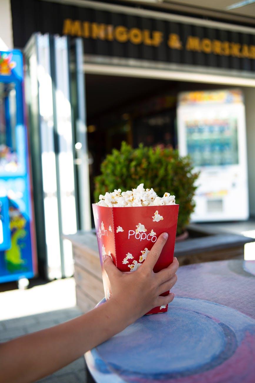 Ανοίγουν τα θερινά σινεμά – Χωρίς διάλειμμα, αλλά με ανοιχτάκυλικεία
