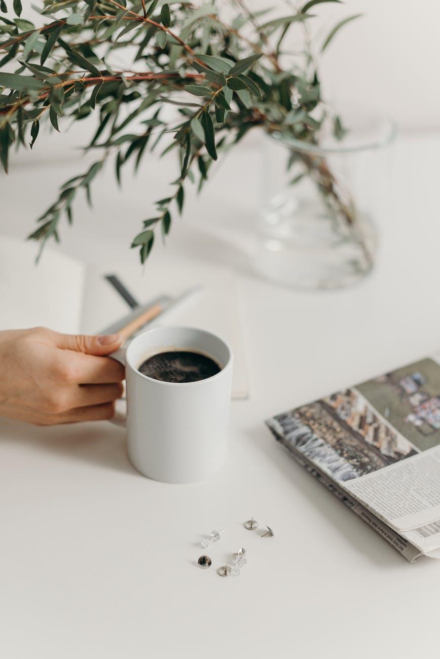Πόσο φθηνότερα θα πωλούνται από 1η Ιουνίου καφέδες, αναψυκτικά, εισιτήρια μεταφορών και πακέταξενοδοχείων