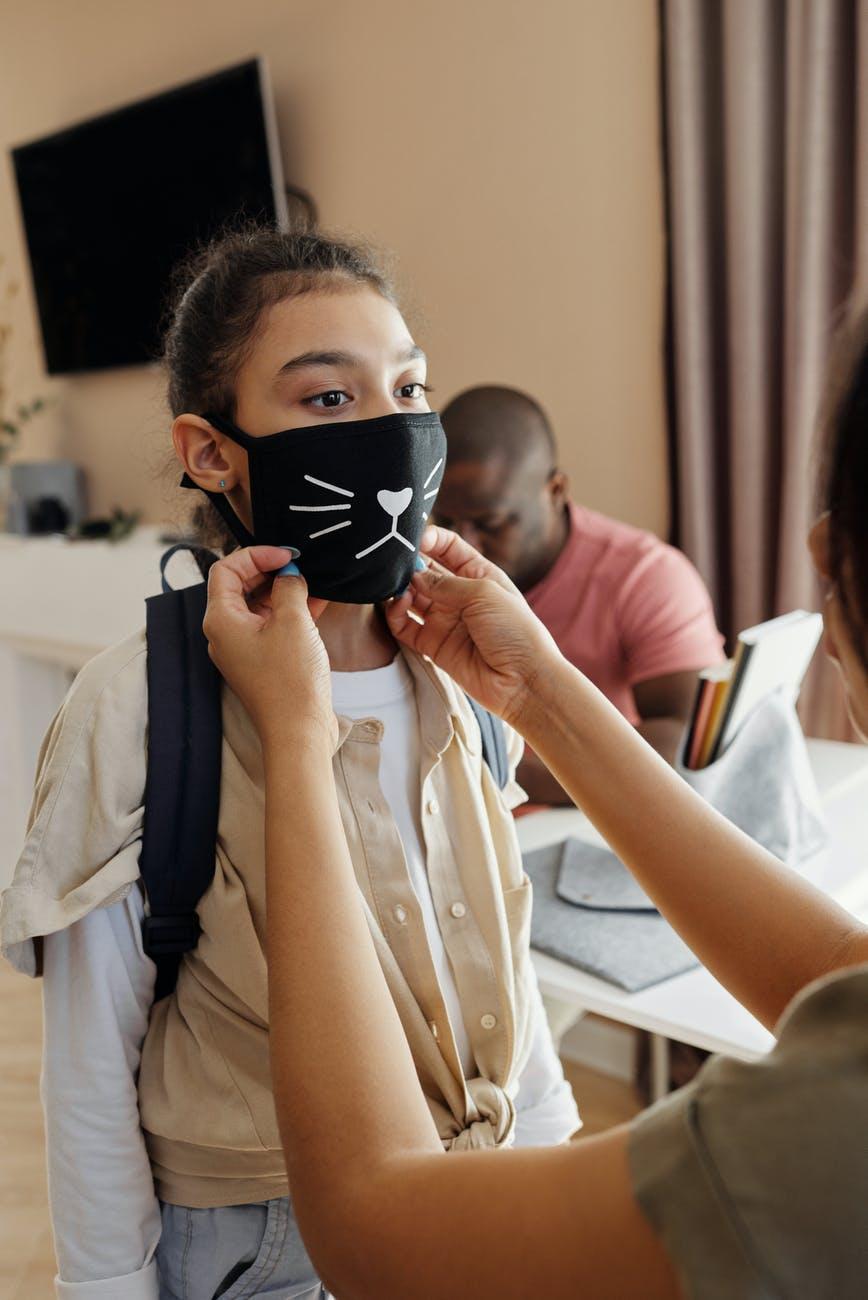 Επικίνδυνη η μάσκα για παιδιά κάτω των 2 ετών, προειδοποιεί η Ιαπωνική ΠαιδιατρικήΈνωση