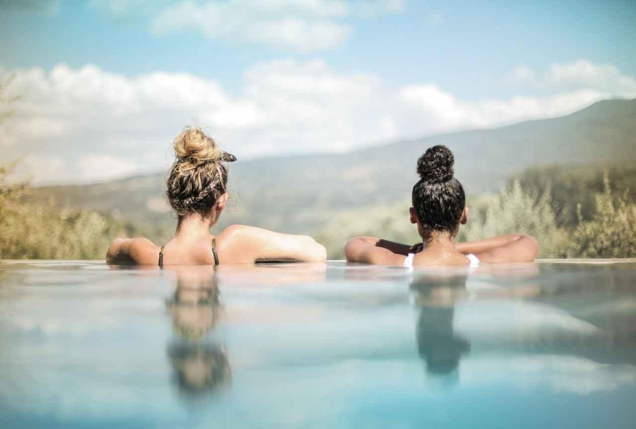 Πώς θα προστατεύσεις το δέρμα σου από το χλώριο τηςπισίνας