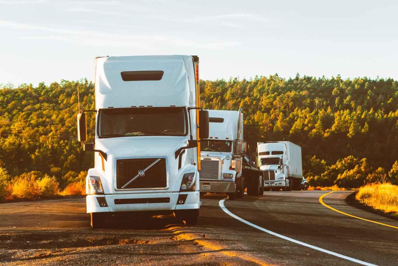Απαγόρευση της κυκλοφορίας όλων των φορτηγών στις εθνικές οδούς, κάθε Παρασκευή καιΚυριακή
