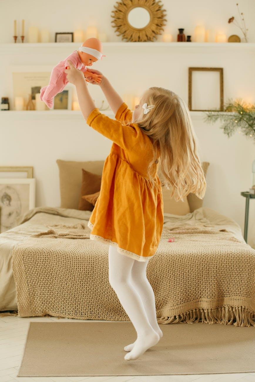 Κούκλες – παρωδία μπαίνουν σε καραντίνα και γίνονταιviral