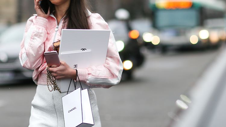 Η απίστευτη εξέλιξη του luxury online shopping δείχνει τη νέαεποχή