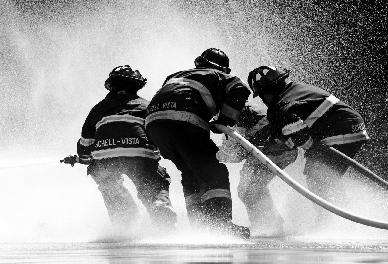 Φωτιά ΤΩΡΑ στην Πούντα Ζέζα στοΛαύριο