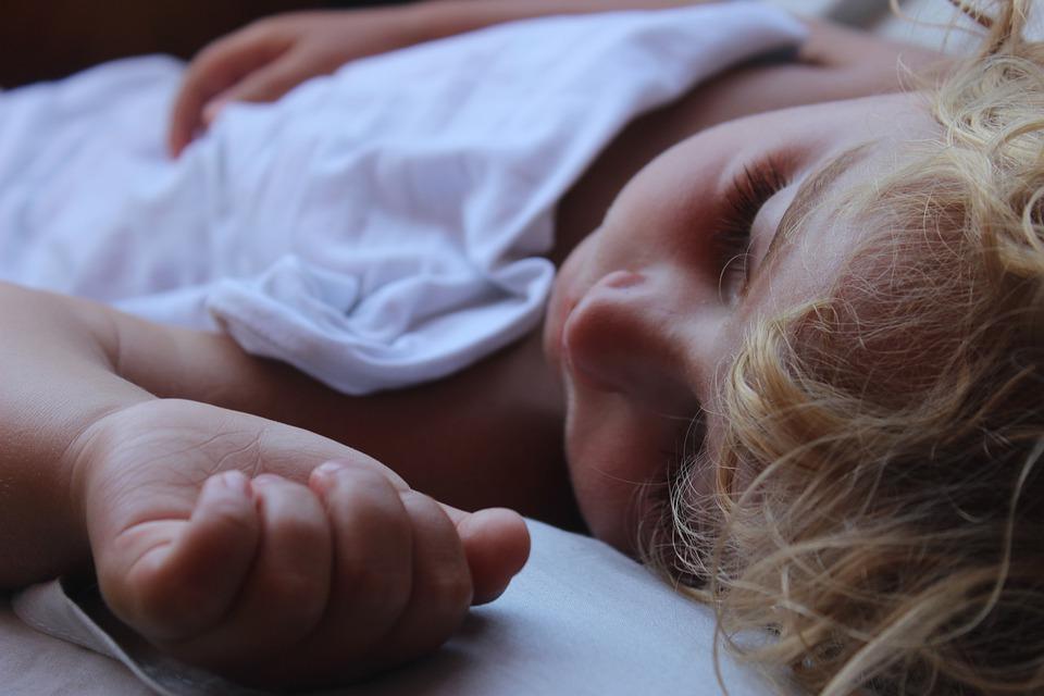 Κοιμάστε μαζί με το παιδί σας; Αυτά είναι ταμειονεκτήματα