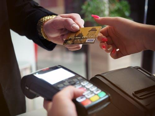 Πανικός με SMS της Alpha Bank προς πελάτες για συναλλαγές που δεν είχαν κάνει, η ανακοίνωση τηςτράπεζας