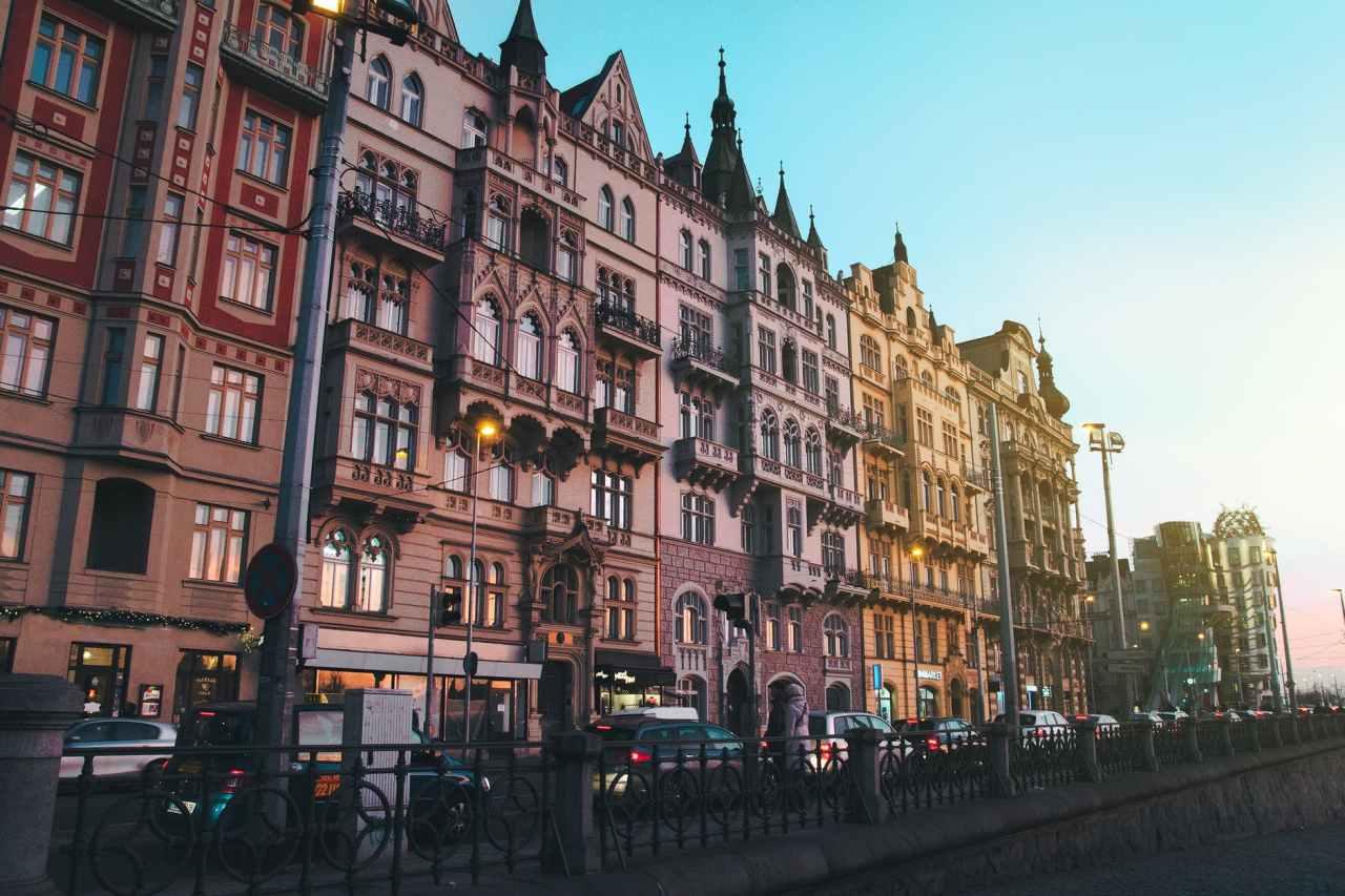 Η Πράγα μετατρέπει παλιούς θόλους σε γκαλερί, καφέ καιμπαρ