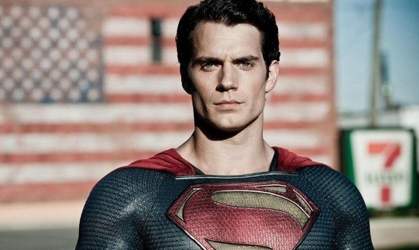 Ο Χένρι Κάβιλ απάντα στις φήμες για την επιστροφή του στον ρόλο τουSuperman