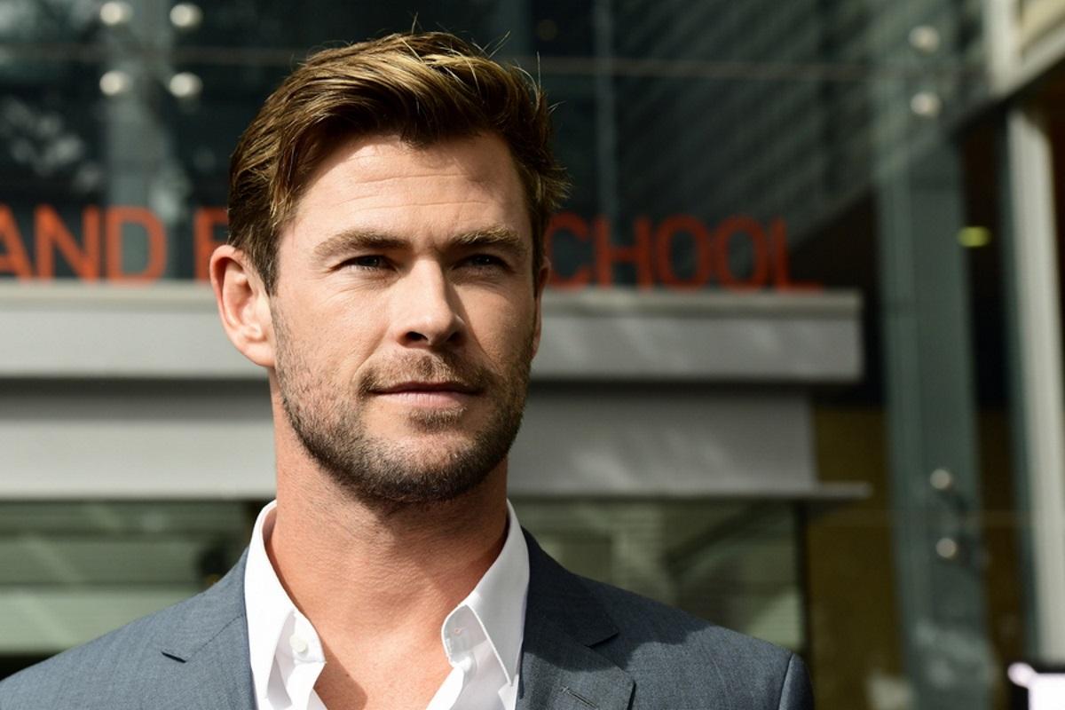 Ο Chris Hemsworth κολυμπάει με καρχαρίες για το NationalGeographic