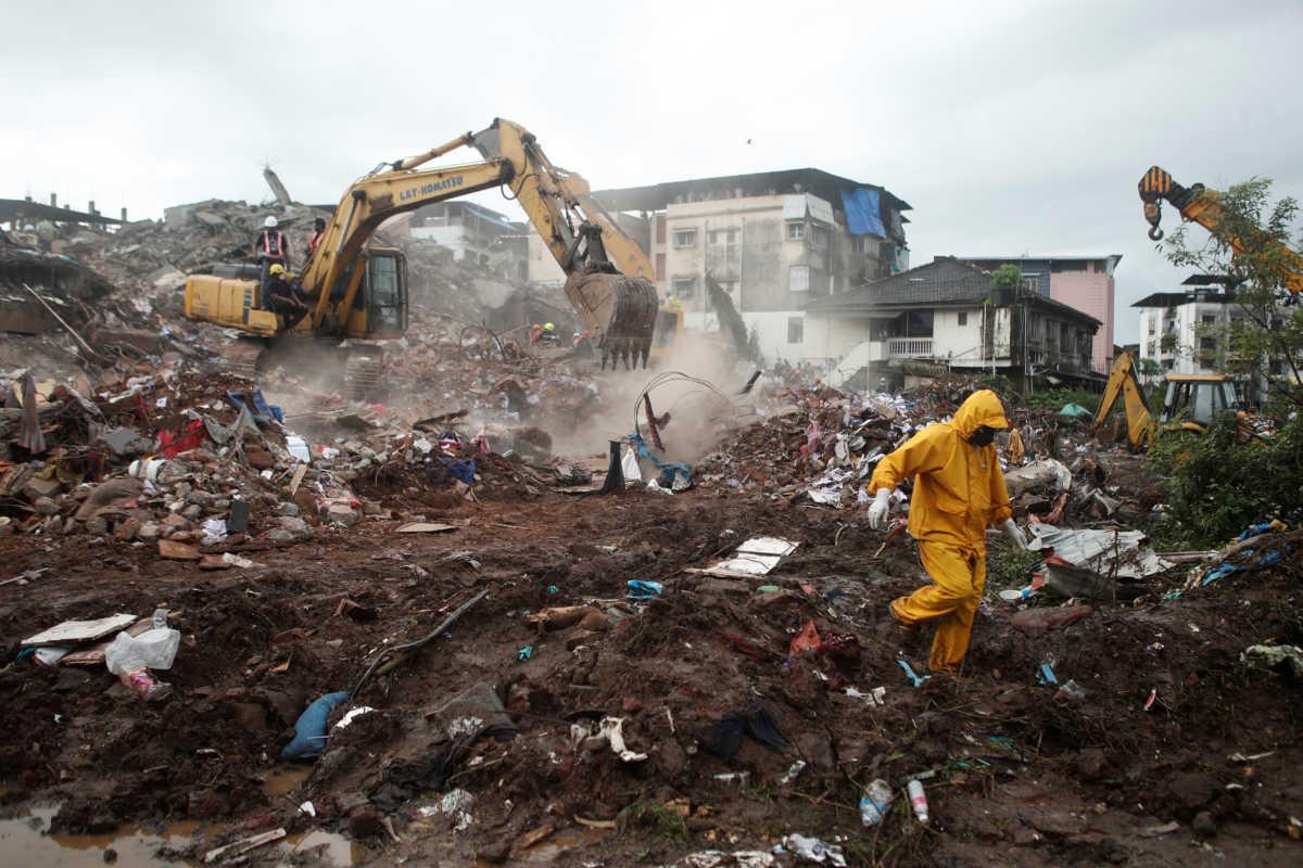 Θρήνος στην Ινδία: Νεκροί και αγνοούμενοι από κατάρρευση κτιρίου