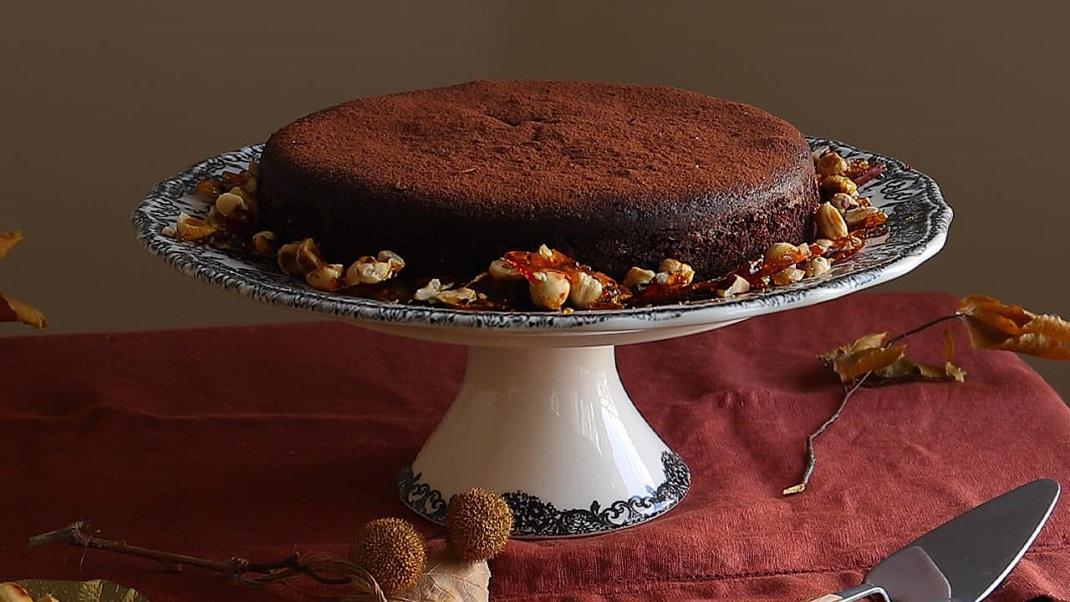 Κέικ σοκολάτας με κροκάν φουντουκιού -Η εύκολη και λαχταριστή συνταγή που θα σου πάρει τομυαλό