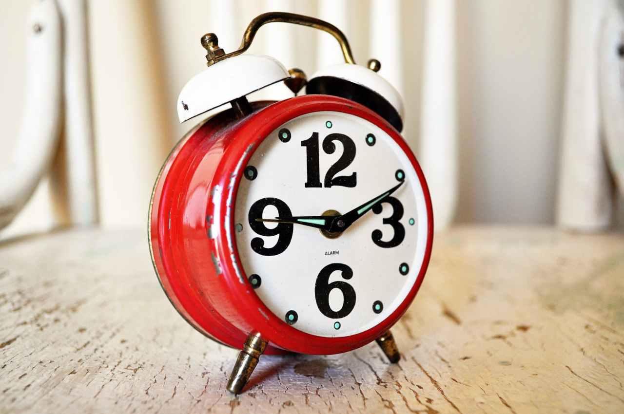 Εφτασε η ώρα για…αλλαγή ώρας: Πότε γυρνάμε τα ρολόγια μία ώραπίσω