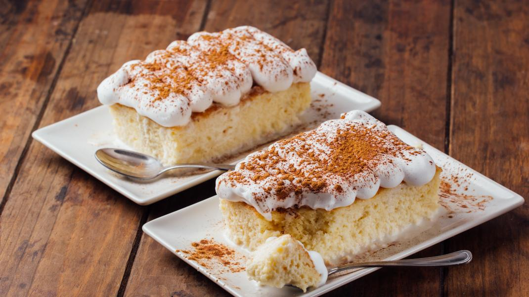 Tres leches: Βελούδινο κέικ με τρία γάλατα από τοΜεξικό