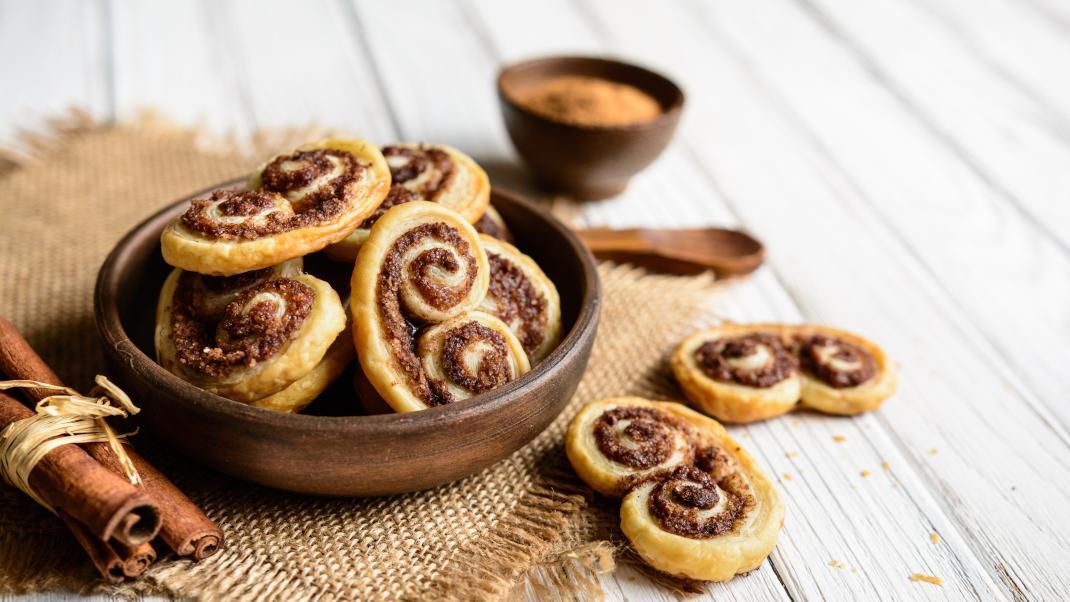 Αφράτα μπισκότα παλμιέ: Η πανεύκολη συνταγή για το γαλλικό γλύκισμα με το ιδιαίτεροσχήμα
