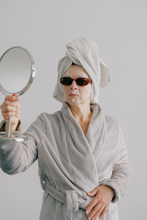 Συμβουλές για να φροντίσετε σωστά το δέρμα σας στηνκαραντίνα